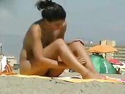 Sexy nackte Frau am Strand
