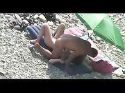 Nackt paar Sex am Strand Voyeur Kamera gefilmt zu haben.
