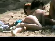 Sexy Girlfriend tun blowjob am Strand