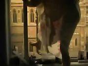 Voyeur Video von einem Mädchen masturbiert auf dem Balkon
