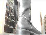 Öffentliche Nacktheit in der Bibliothek