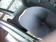 Nice ass in tight Yogahosen gefilmt