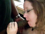 Amerikanische Frau macht Oral-Sex mit einem schwarzen Mann