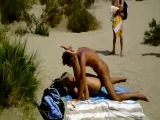 videos video Alteres paar macht sex am strand