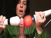 Frau mit Schwanz zu spielen und macht es mehrmals ejakulieren
