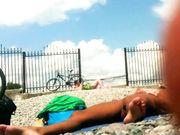 Nudisten am Strand mit versteckter Kamera gefilmt