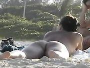 Nackte Frauen am Strand