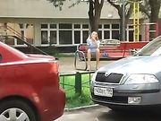 Voyeur ein Mädchen ohne Höschen gefilmt