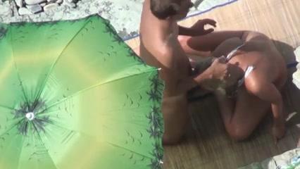 videos paar macht sex am strand mit publikum