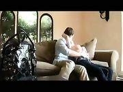 Sex auf der Couch mit einer Blondine mit großen Titten