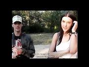 Zwei junge Fremde machen Sex in der Öffentlichkeit