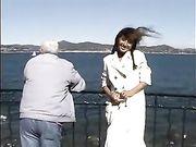 Nackte Frau an öffentlichen Orten