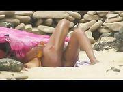 FKK-Frauen am Strand sind Voyeur gefilmt